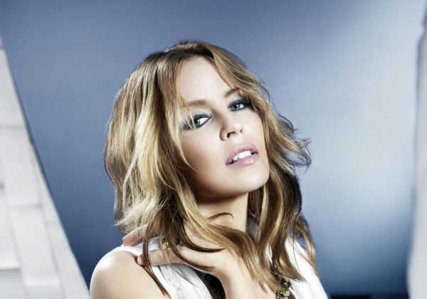 82851 kyle minogue aphrodite photoshoot 4 122 418lo 600x420 Mùm ft. Kylie Minogue – Whistle (nuova canzone)
