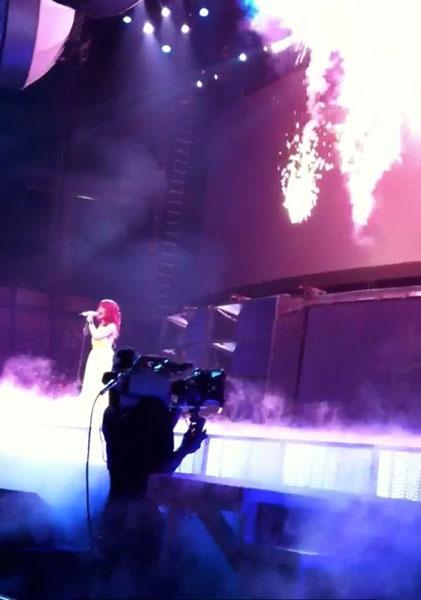 rihanna fire Rihanna infuoca il palco di Dallas nel suo Loud Tour!