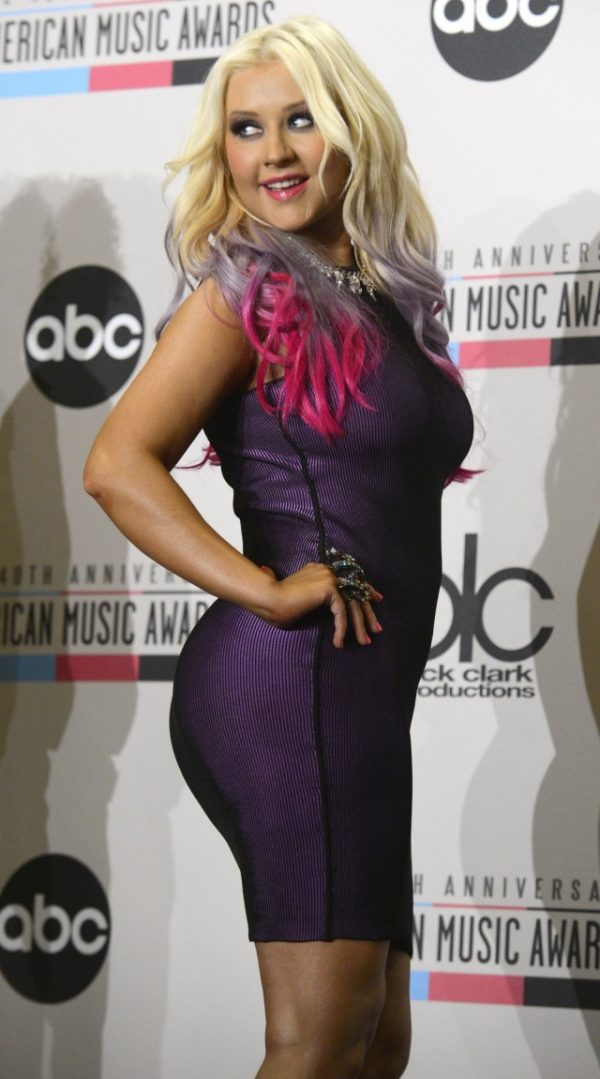 Christina Aguilera 2012 AMA 07 640x1151 600x1079 Christina Aguilera sarà premiata come peoples voice ai People Choice Award 2013