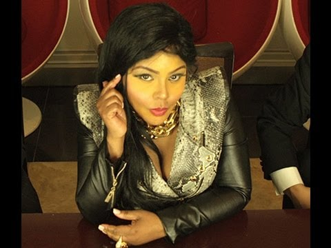 "Video thumbnail for youtube video Lil Kim registra il video di ""Jay Z"" con la sua pupilla Tiffany Foxx"