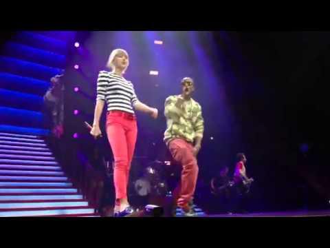 Video thumbnail for youtube video Taylor Swift e B.o.B cantano Both of Us ad Atlanta