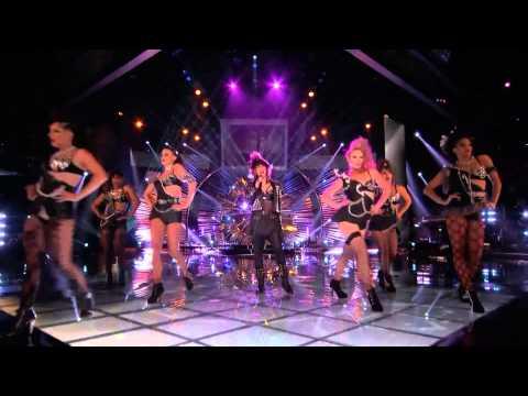 Video thumbnail for youtube video Cher, Pitbull, Bruno Mars, Christina Aguilera e tanti altri per la finale di The Voice US
