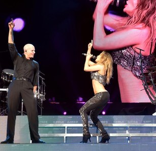jennifer-lopez-and-pitbull-at-hollywood-bowl