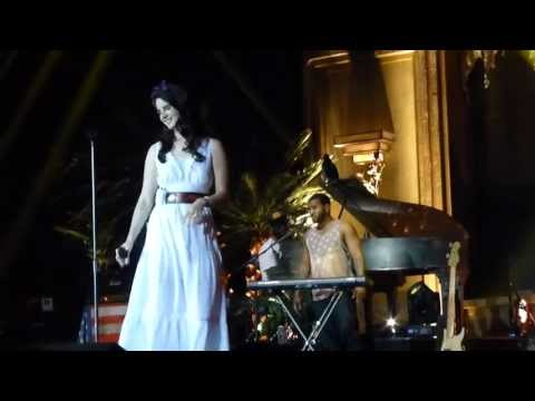 Video thumbnail for youtube video Lana Del Rey canta Young & Beautiful live all'Arena Riga