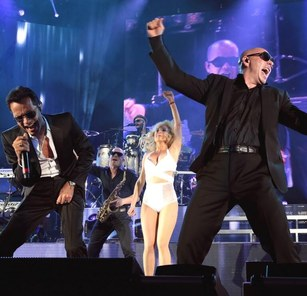 marc-anthony-and-pitbull-at-hollywood-bowl