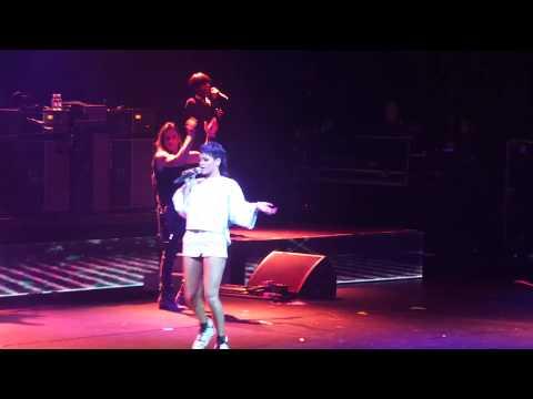 Video thumbnail for youtube video Rihanna riparte con il Diamonds tour + nuova musica