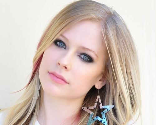 Avril-Lavigne-avril-lavigne-16433526-500-400