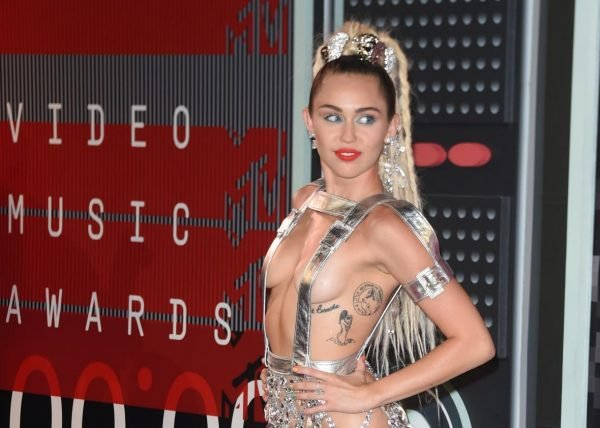 486013554-miley-cyrus-arrives-on-the-red-carpet-at-the-mtv-video.jpg.CROP.promo-xlarge2