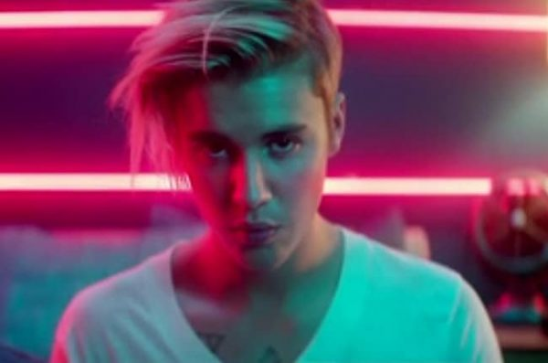 justin-bieber-what-do-you-mean-2015-billboard-650