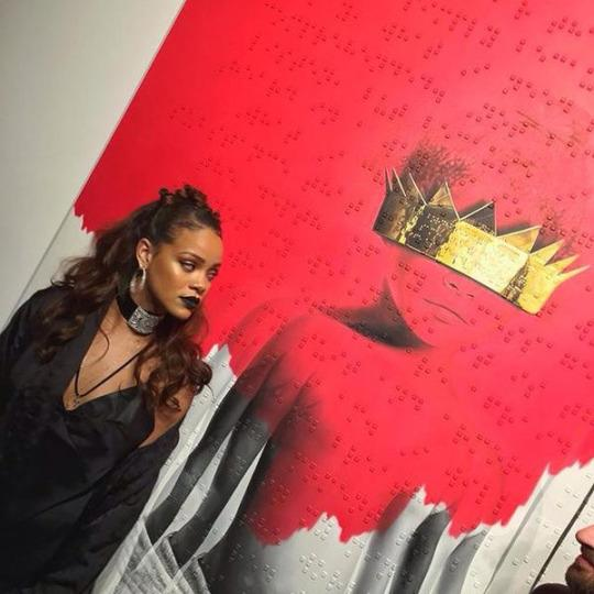 rihanna-r8-unveil