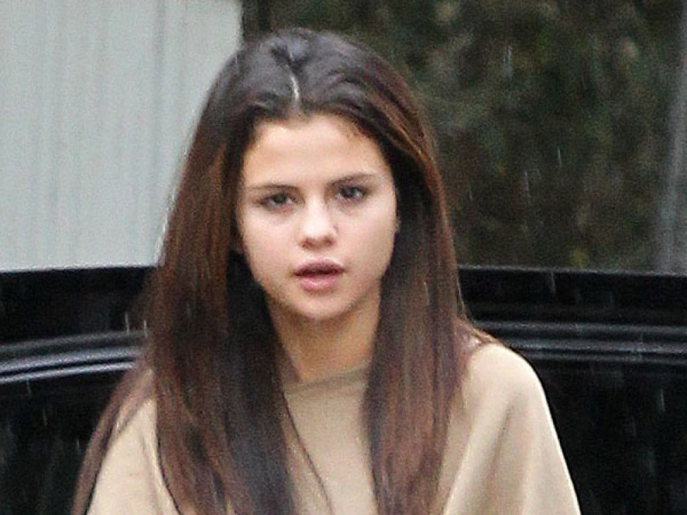 Selena-Gomez-No-Makeup-Tired-Beauty-Ftr