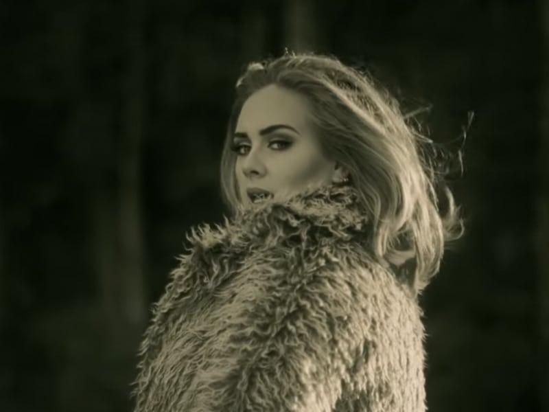 Hello-di-Adele-ecco-perche-e-gia-la-nostra-canzone-preferita_oggetto_editoriale_850x600