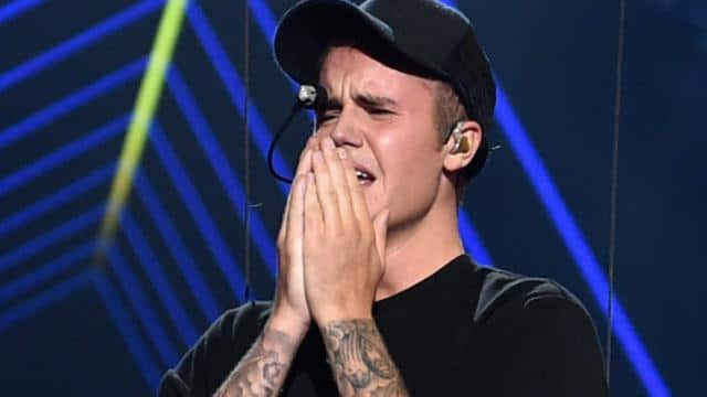 et_Bieber_Crying_083015_Hulu_ren640