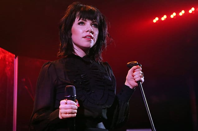 Photo of Carly Rae Jepsen annuncia un nuovo brano per…