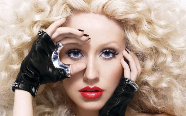 Christina-Aguilera-Height-2016-Weight-Body-Measurements-Bra-Hips-Sizes-Husband-Name-02