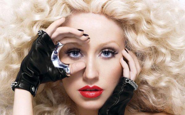 Christina-Aguilera-Height-2016-Weight-Body-Measurements-Bra-Hips-Sizes-Husband-Name-02