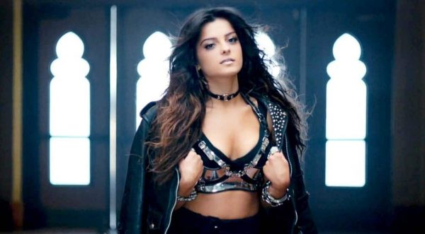 bebe-rexha-im-gonna-show-you-crazy_8410138-2911_1200x630