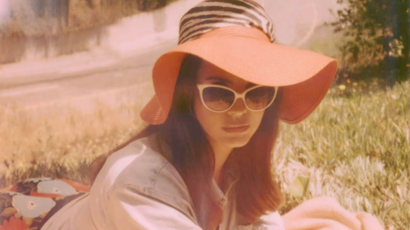 1401X788--Images-Uploads-Gallery-21---Lana-Del-Rey---Honeymoon---Neil-Krug