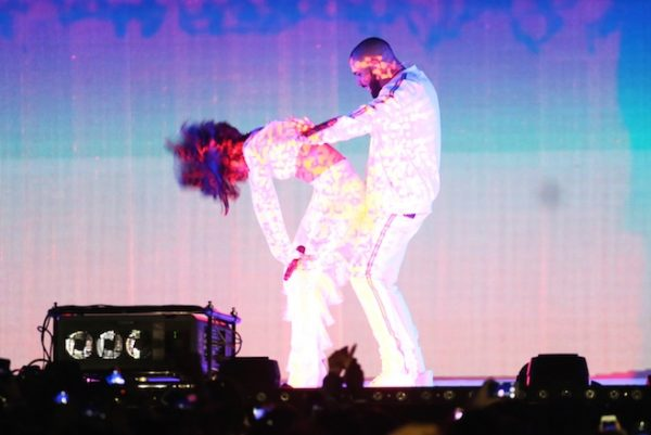 LONDON, ENGLAND - FEBRUARY 24: Rihanna (L) and Drake perform together at the BRIT Awards 2016 at The O2 Arena on February 24, 2016 in London, England. (Photo by David M. Benett/Dave Benett/Getty Images)
