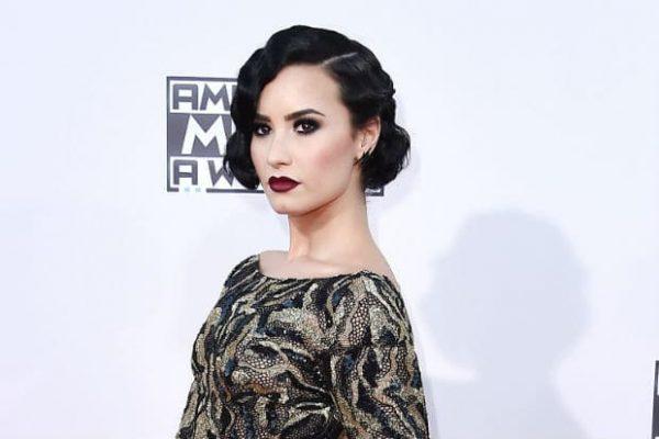 Demi-Lovato-AMAs-00-11222015