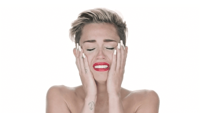 Miley-Cyrus-Wrecking-Ball-music-video-strip-naked-crying-1