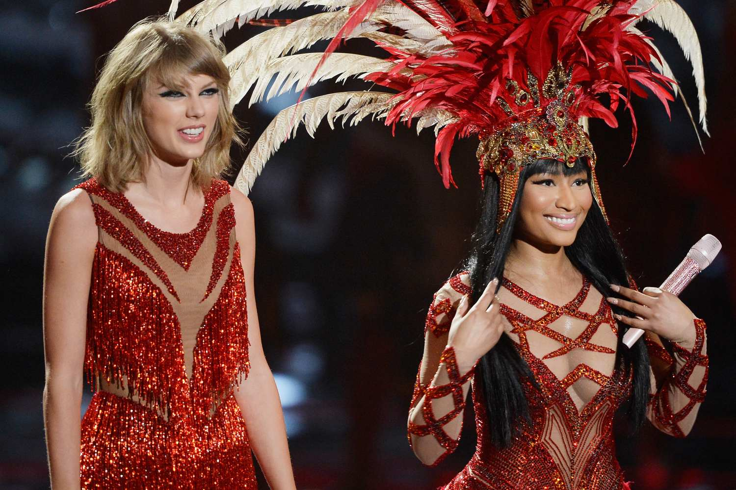 taylor-swift-red-feather-vma5
