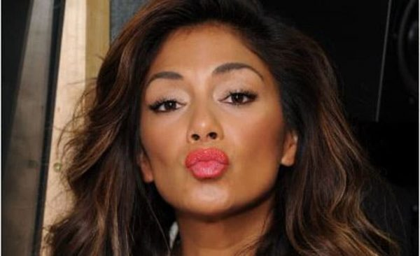 Nicole-Scherzinger-Kissing-Footballer