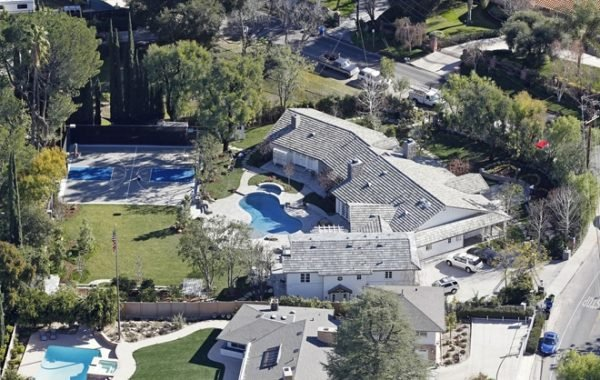 89851,†Iggy Azalea and Nick Young splashed out $3.45 million for Selena Gomez's former house in Tarzana. Australian rapper Azalea, 24, and NBA player Young, 29, will be guarded by security gates on their nearly 1 acre valley property. The extensively renovated house is 6,630 square feet and has 6 bedrooms and 8 bathrooms. Los Angeles, California - Thursday May 1, 2014. ORIGINAL CAPTION: LOS ANGELES, CALIFORNIA - January 22, 2013. Selena Gomez recently purchased this Tarzana home for $2.175 million. The former Disney star bought the home in July of 2011 and has since made some minor modifications, including removing the lighted tennis court in favor basketball court. The†gated single story traditional home has†4,650 square feet of living space with 5 bedrooms and 6 bathrooms. Features include:†oversized office, mahogany distressed wood¬†floors, intricate crown mouldings, plantation shutters,†floor-to-ceiling bookcases, French bay windows,†French doors,†coffered ceilings,†Built-in sound throughout, gourmet kitchen, outdoor kitchen,†bocce ball court, grassy areas, sparkling pool and spa, sports†court with pergola-shaded courtside spectator lounge.† Photph: CarrCarrillo, ©CelebrityHomePhotos. Los Angeles Office: +1 310.822.0419 London Office: +44 208.090.4079 sales@pacificcoastnews.com FEE MUST BE AGREED PRIOR TO USAGE