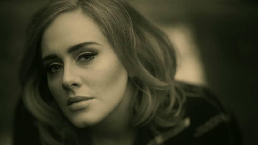 Photo of Adele: ecco quali canzoni ascolta quando si sente triste e depressa!