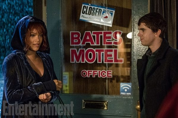 Rihanna-Bates2