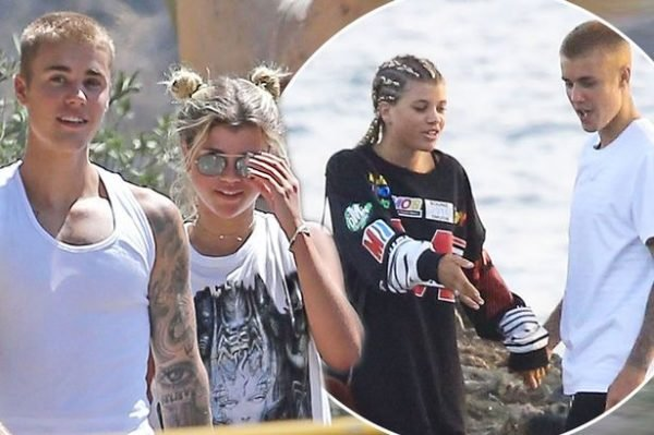 pay-main-pay-justin-bieber-holds-hands-with-sofia-richie