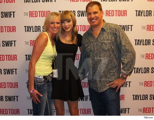 taylor-swift-grope-picture
