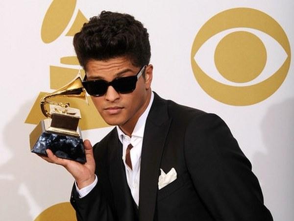 Photo of Bruno Mars: il nuovo Re? Ecco quanto ha venduto 24k Magic