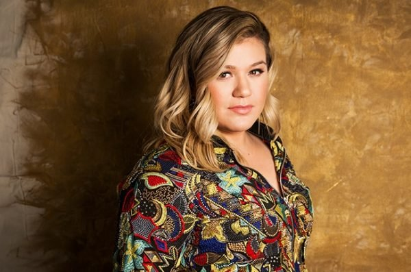 Kelly Clarkson Gives An Exclusive Performance At The iHeartRadio Theater