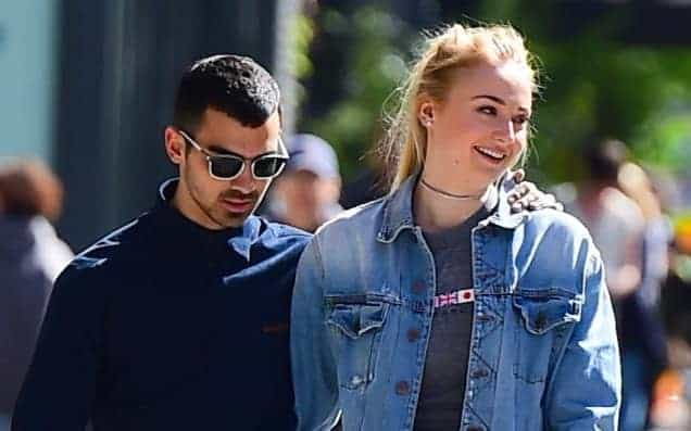Photo of Joe Jonas si sposa con Sophie Turner, star di Game of Thrones!
