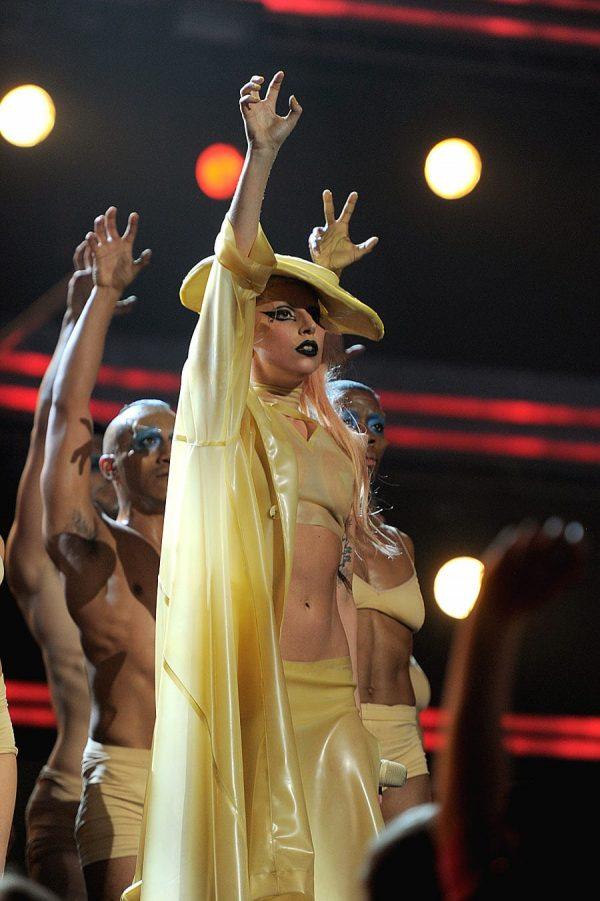 Lady-Gaga-Grammy-Performance-Born-This-Way3