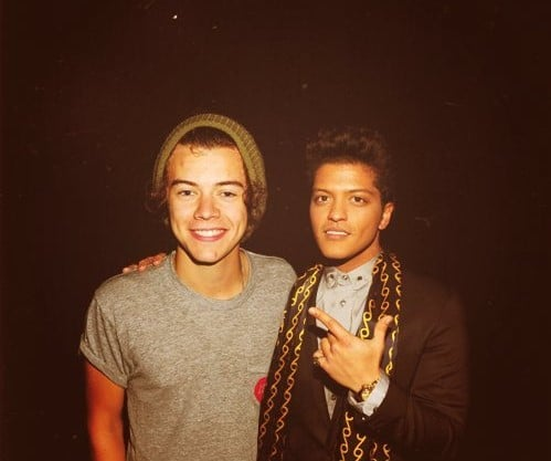 Photo of Harry Styles feat. Bruno Mars?? Nel frattempo Louis Tomlinson…