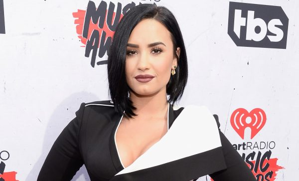 demi-lovato-2016-iheart-radio-music-awards-social