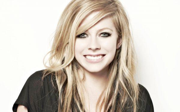 Avril-Lavigne-Avril-Lavigne-31810115-1920-1200