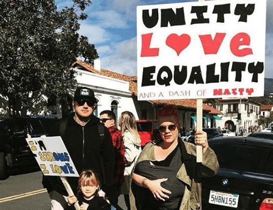 donne in marcia contro trump