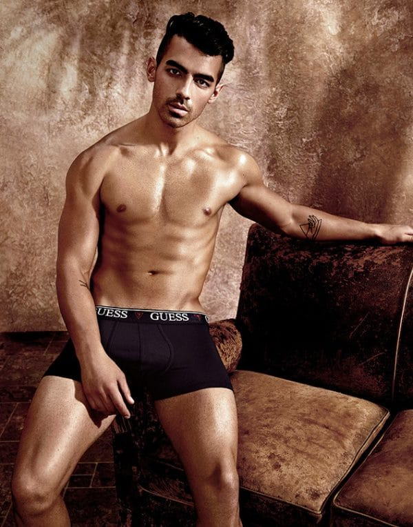 joe-jonas-guess-2-600x764