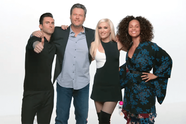 "Photo of Adam Levine, Gwen Stefani, Alicia Keys e Blake Shelton: i giudici di The Voice cantano ""Waterfalls"""