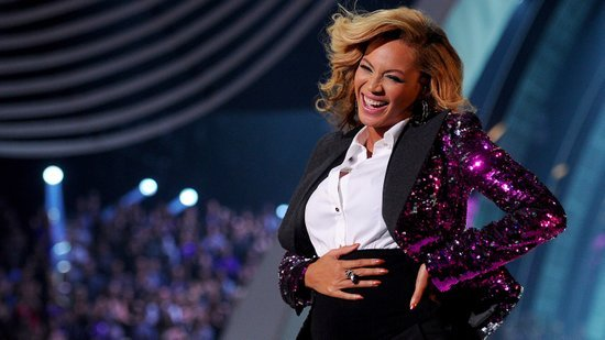 Pregnant-Beyonce-Knowles-Performing-2011-Vma-Video