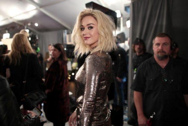 Katy-Perry-Grammys-Red-Carpet-2017-Smile