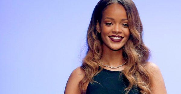 1455900679-Rihanna
