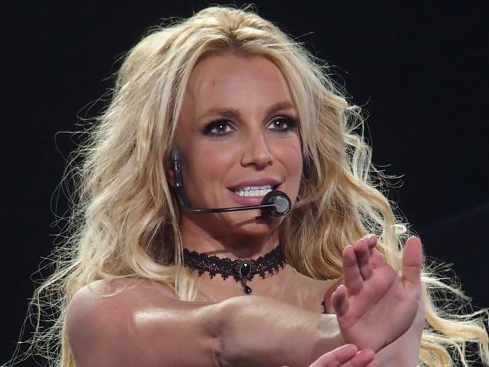 Britney Spears 700x525
