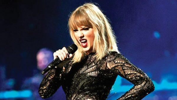 546082 Taylor Swift