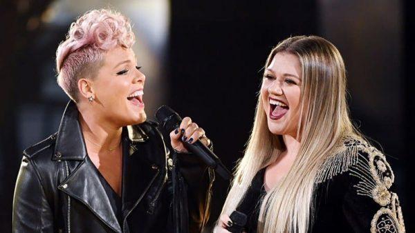 Pink Kelly Clarkson Amas 2017 Performance 02