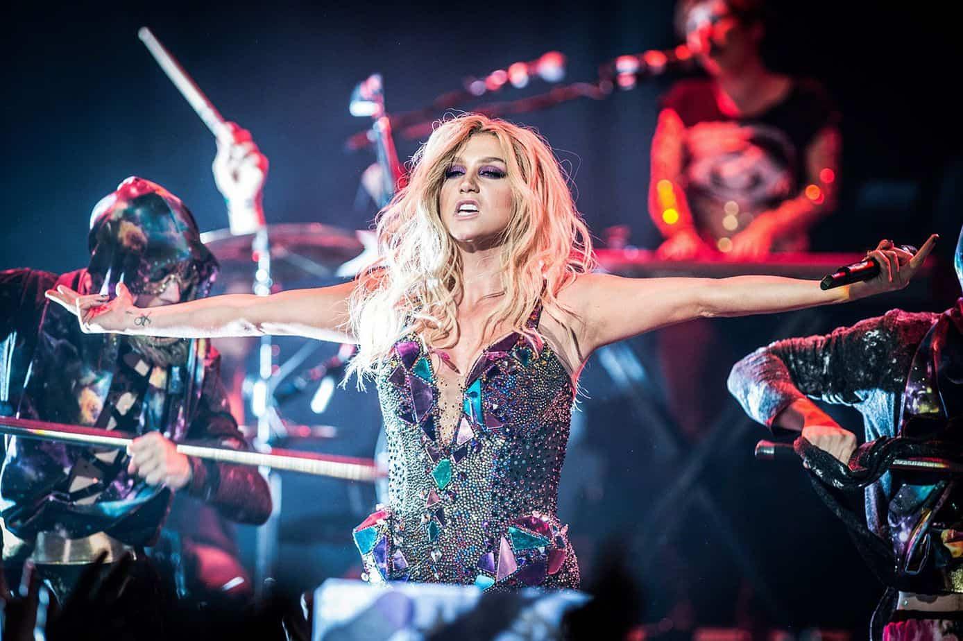 Photo of Kesha si è fatta male. Costretta a posticipare il tour