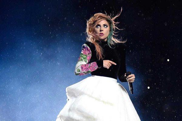 Lady Gaga annulla tour europeo: